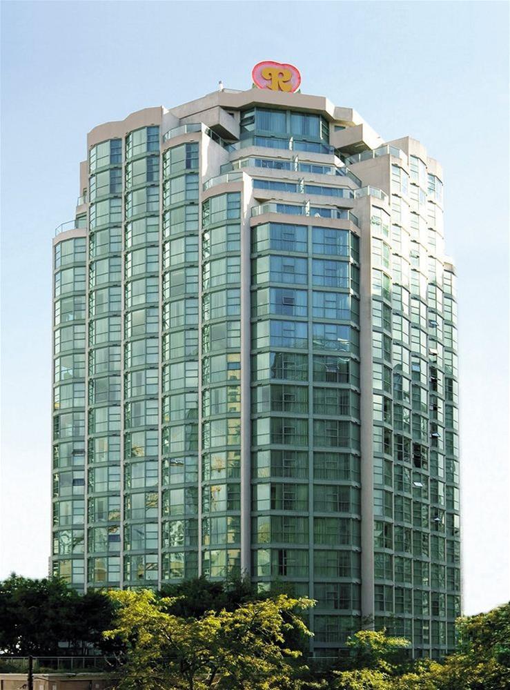 Rosedale On Robson Suite Hotel