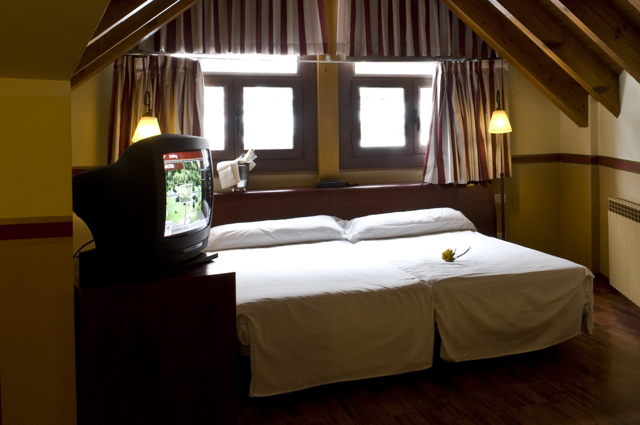 Hotel himalaia soldeu soldeu logitravel - Habitaciones abuhardilladas ...
