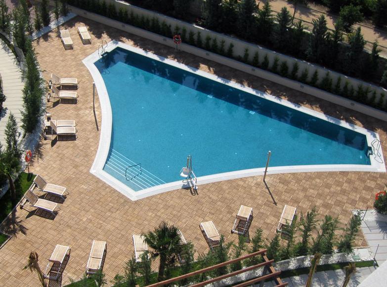 Hotel abades nevada palace granada logitravel for Piscinas descubiertas granada