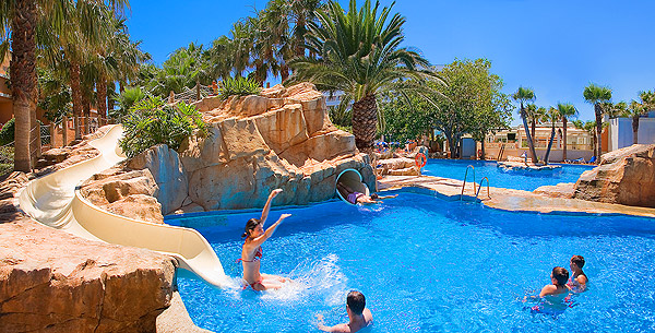 Hotel playacapricho roquetas de mar desde 76 logitravel for Piscinas con toboganes