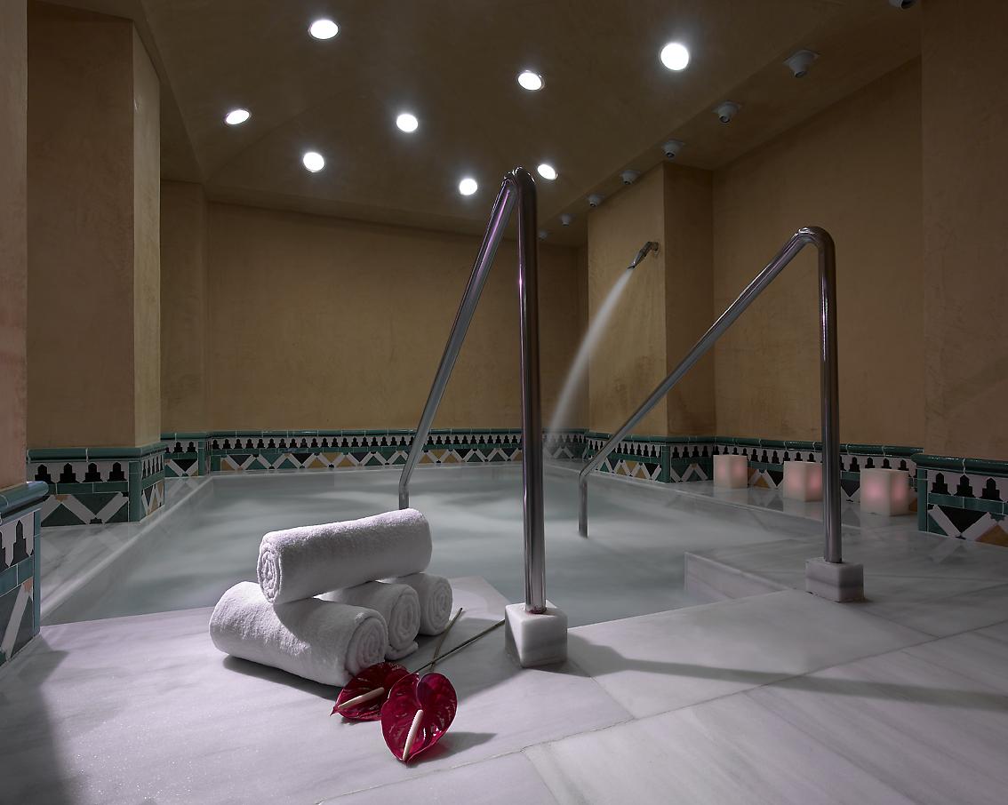 Hotel macia real de la alhambra granada logitravel - Banos arabes palacio de comares ...