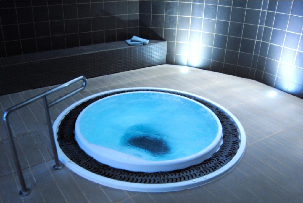 Baño Relajante Jacuzzi:Roc Blanc, Andorra la Vella – Escaldes – Logitravel