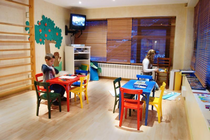 Baños Turcos Roma Horario:Hotel Patagonia Atiram, Arinsal – Logitravel