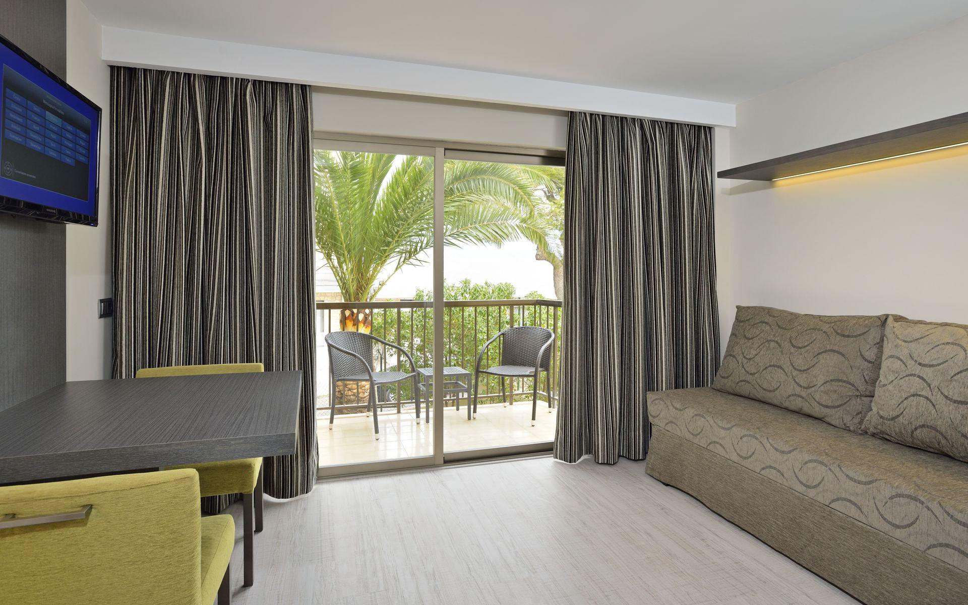 Intertur hotel hawaii mallorca suites en palmanova - Television pequena plana ...