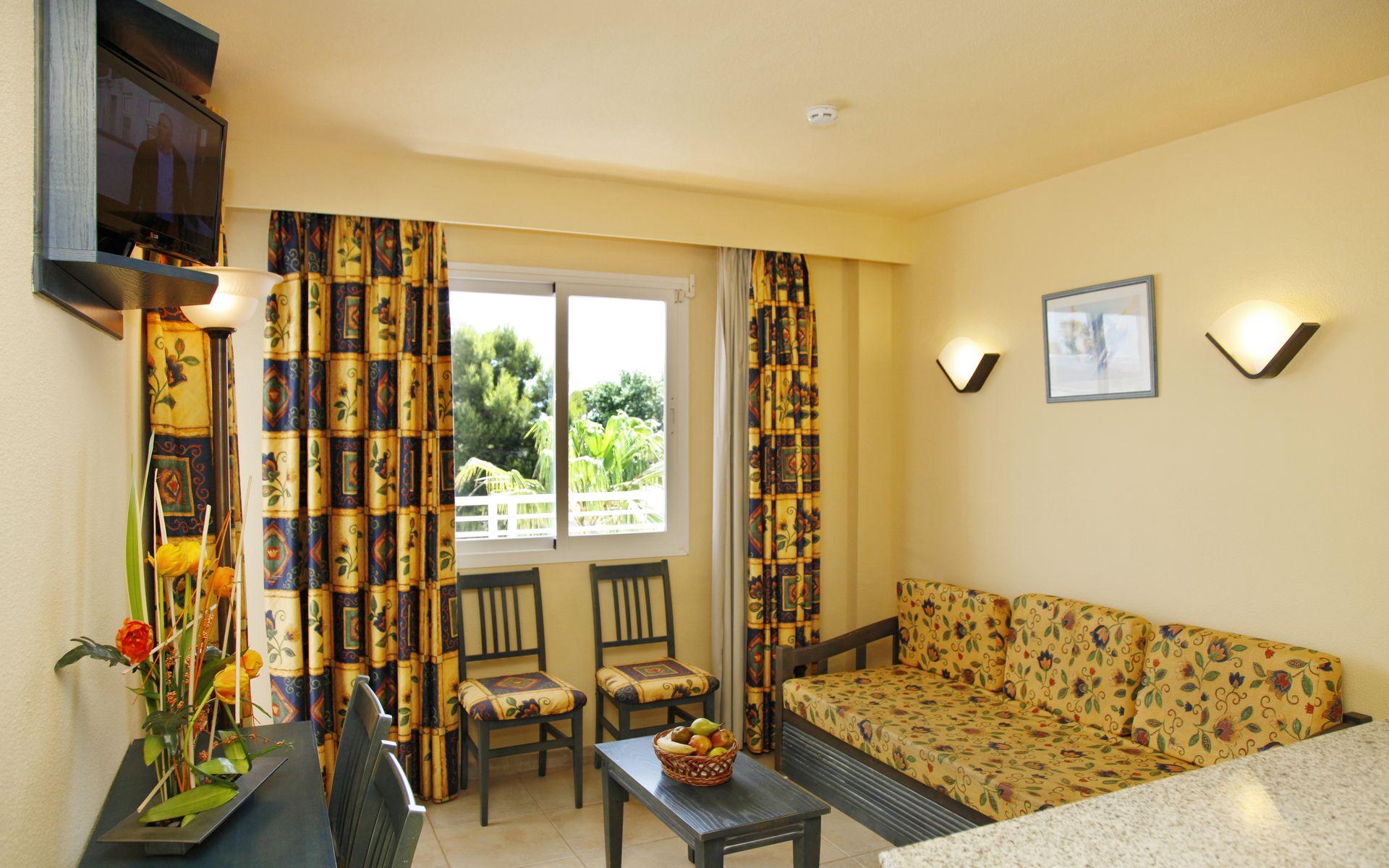 Hotel roc continental park en playa de muro mallorca - Television pequena plana ...