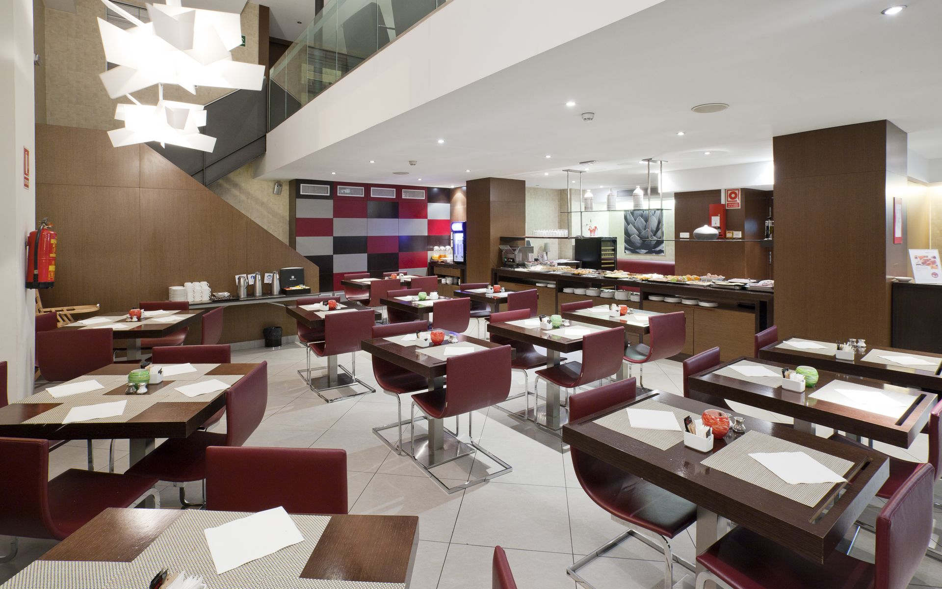 Hotel ilunion auditori barcelona logitravel - Hotel confortel auditori ...