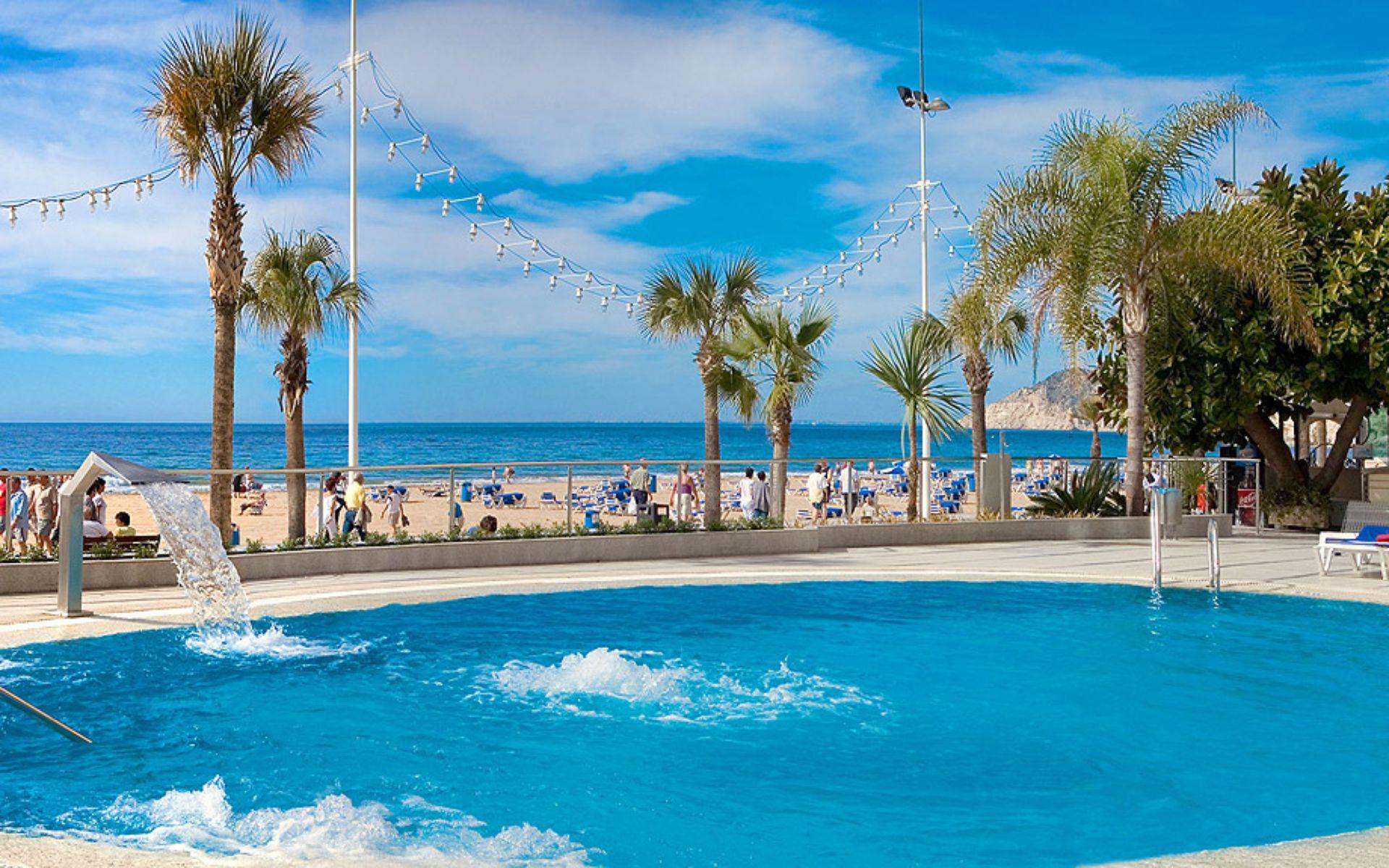 Hotel cimbel en benidorm costa blanca desde 37 for Piscinas benidorm