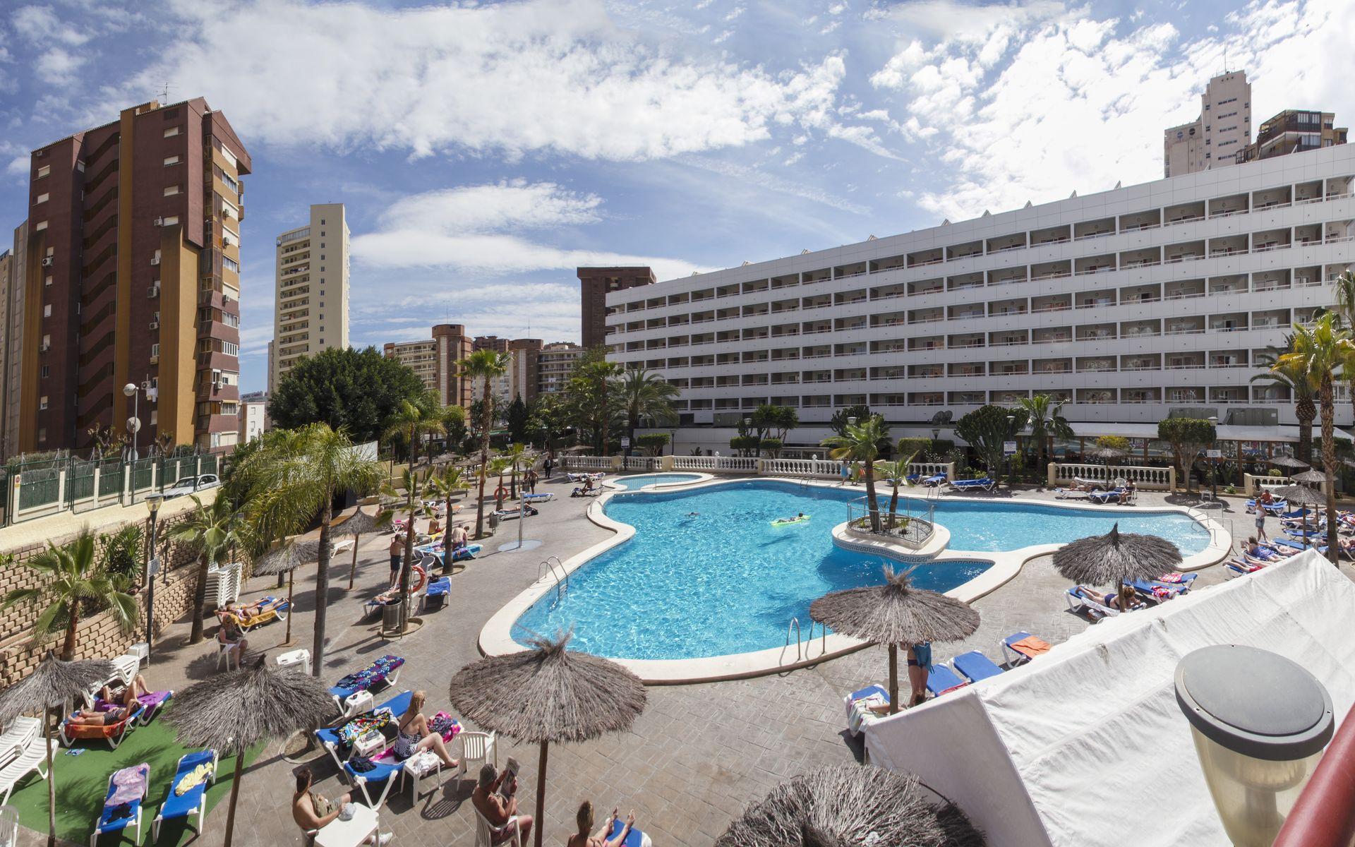 Hotel poseidon resort en benidorm costa blanca desde 34 for Piscina climatizada benidorm
