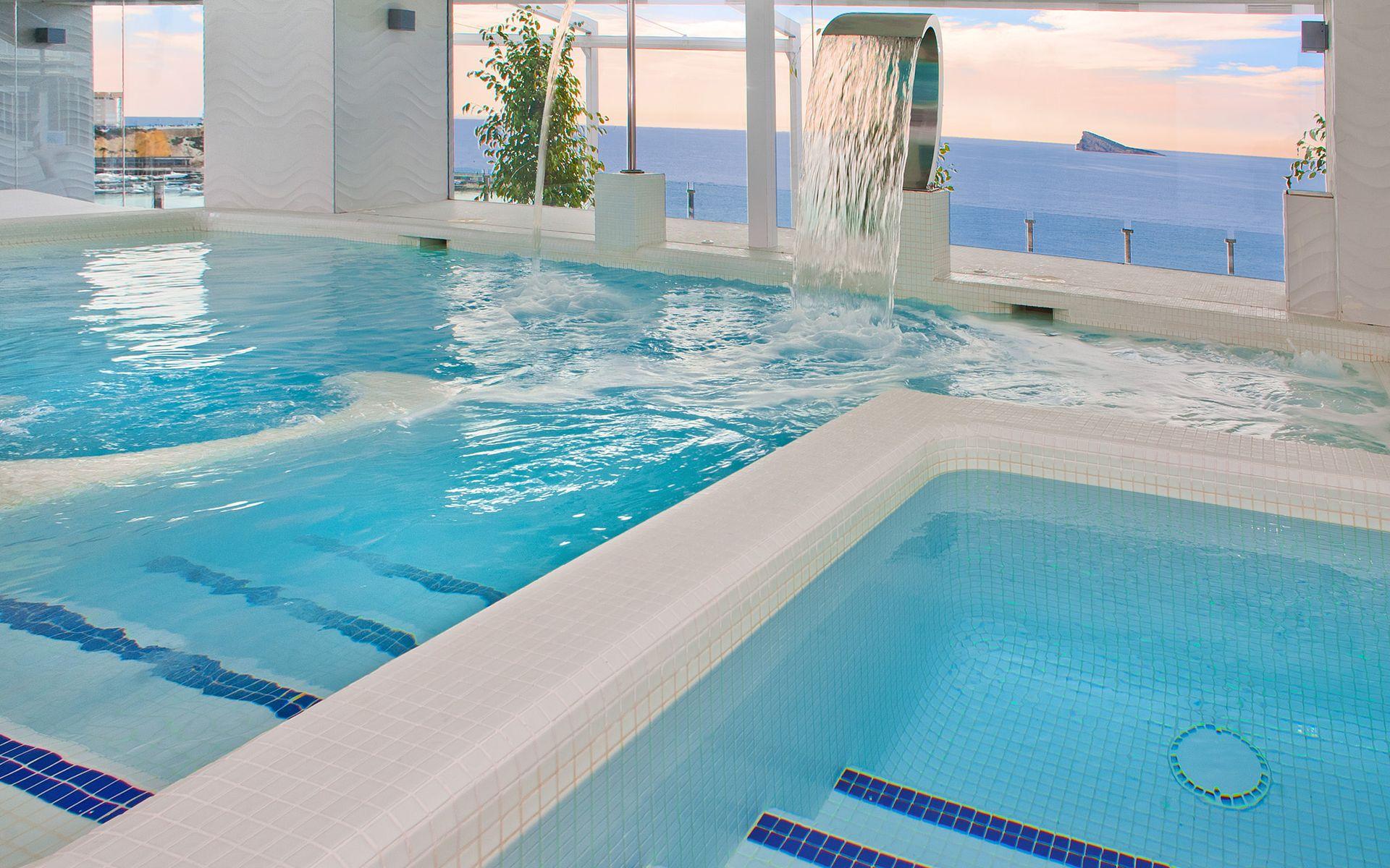 Hotel magic villa del mar en benidorm costa blanca desde for Piscinas benidorm