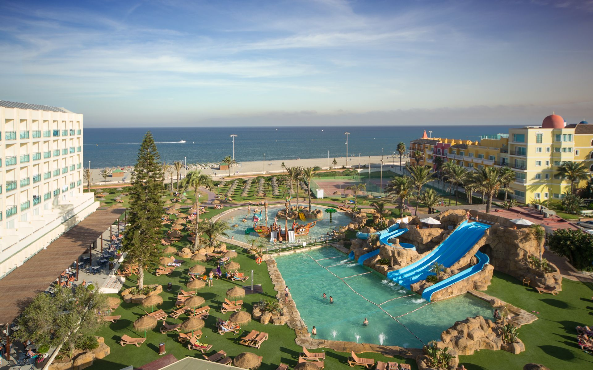 Hotel zoraida garden en roquetas de mar costa de almer a for Piscinas almeria