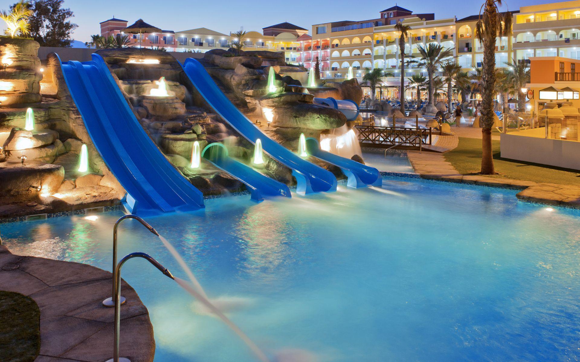 Hotel mediterraneo park en roquetas de mar costa de for Hoteles con piscina en almeria