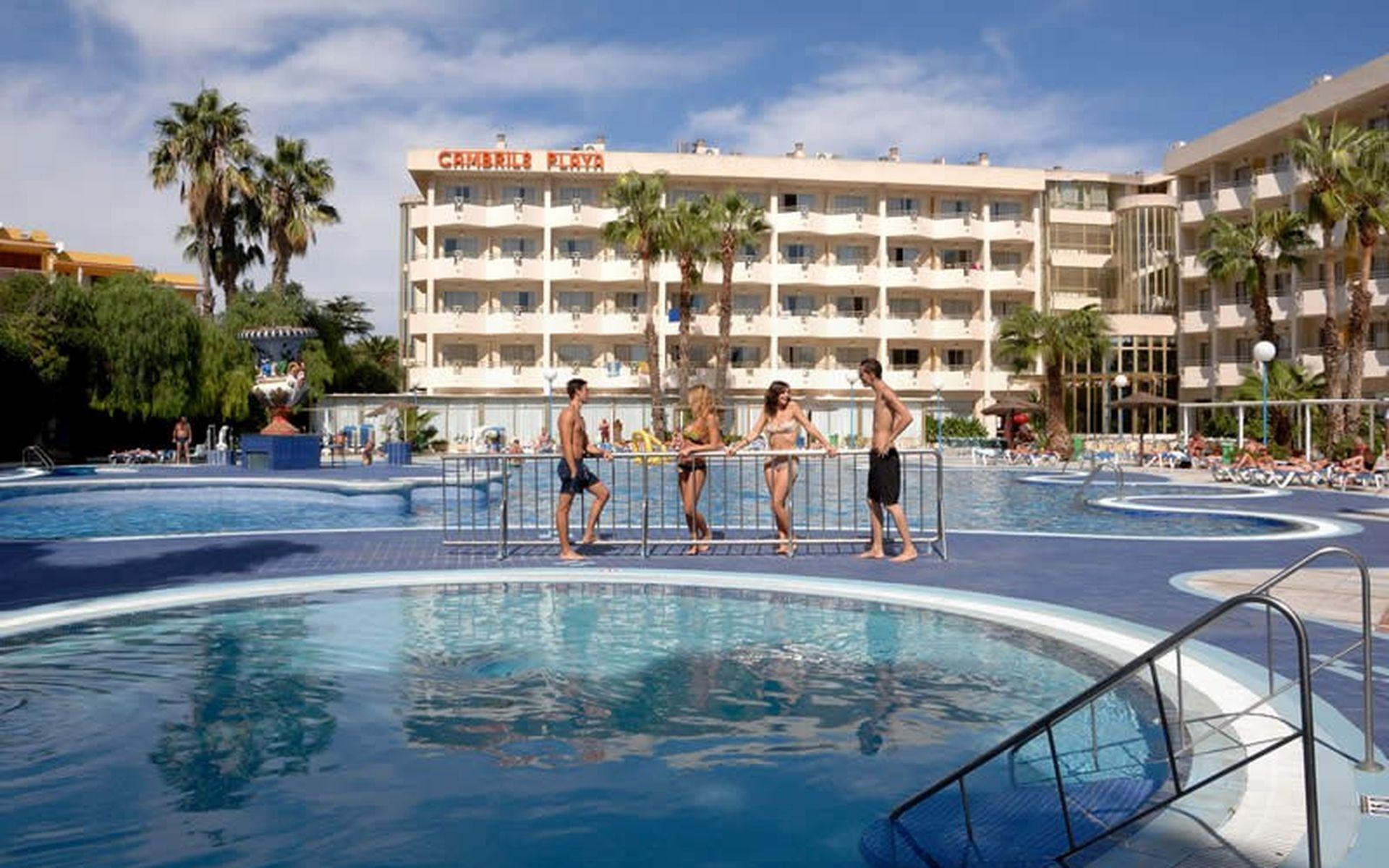 Hotel h10 cambrils playa en cambrils costa dorada desde 30 for Piscina cambrils