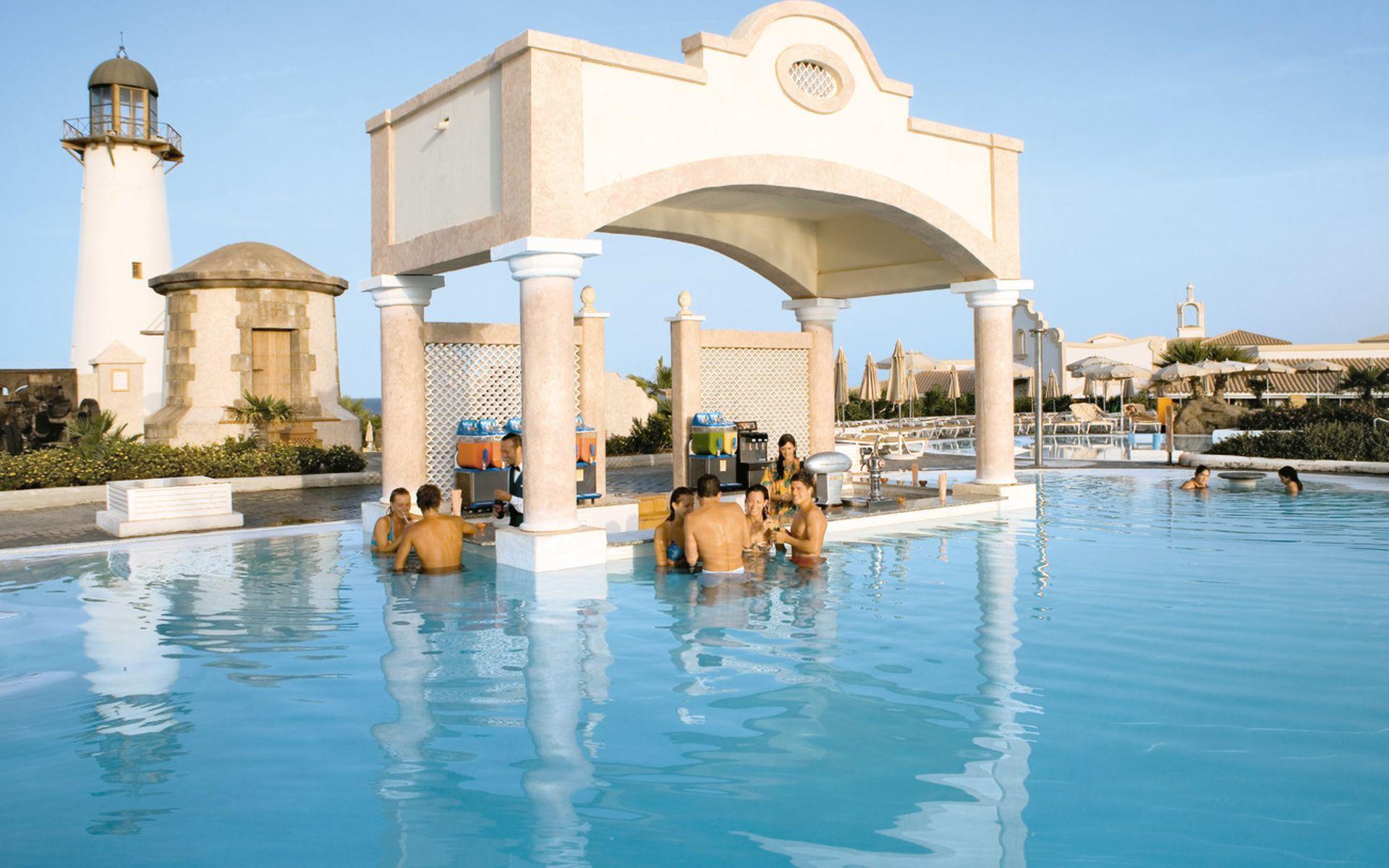 Club hotel riu chiclana en chiclana de la frontera costa for Piscinas chiclana