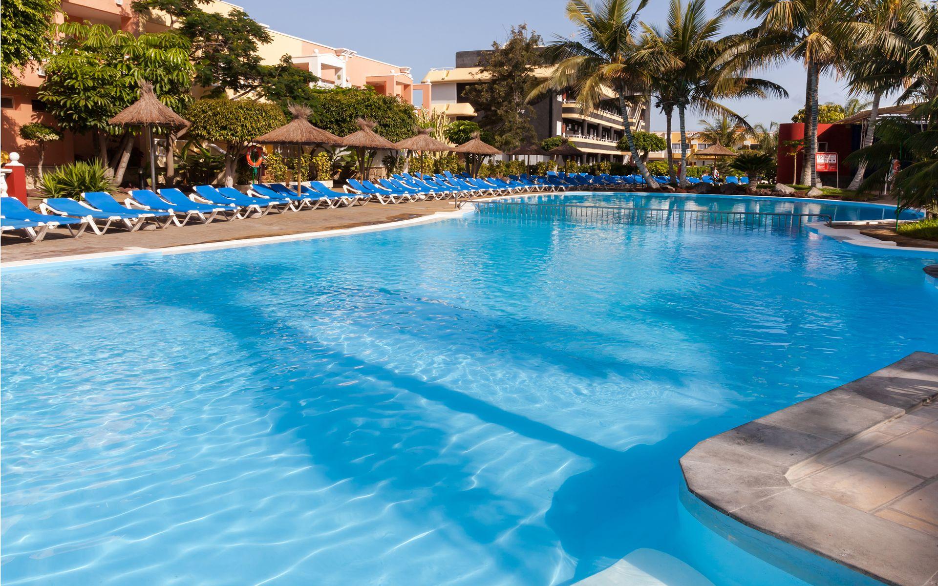 Hotel allegro isora en puerto de santiago los gigantes for Piscina natural de puerto santiago