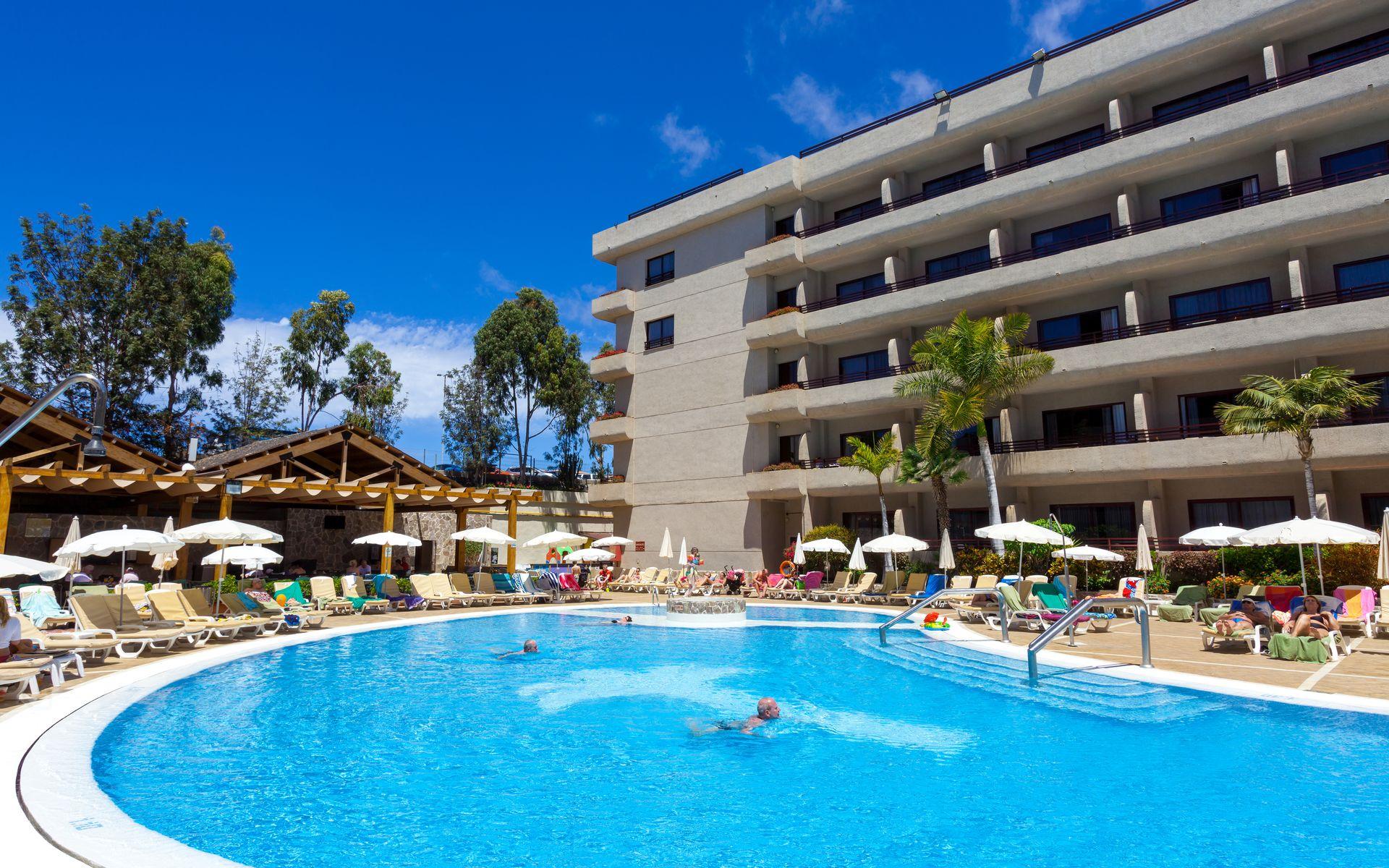 Hotel fa abe costa sur en costa adeje tenerife desde 43 for Piscinas publicas en el sur de tenerife