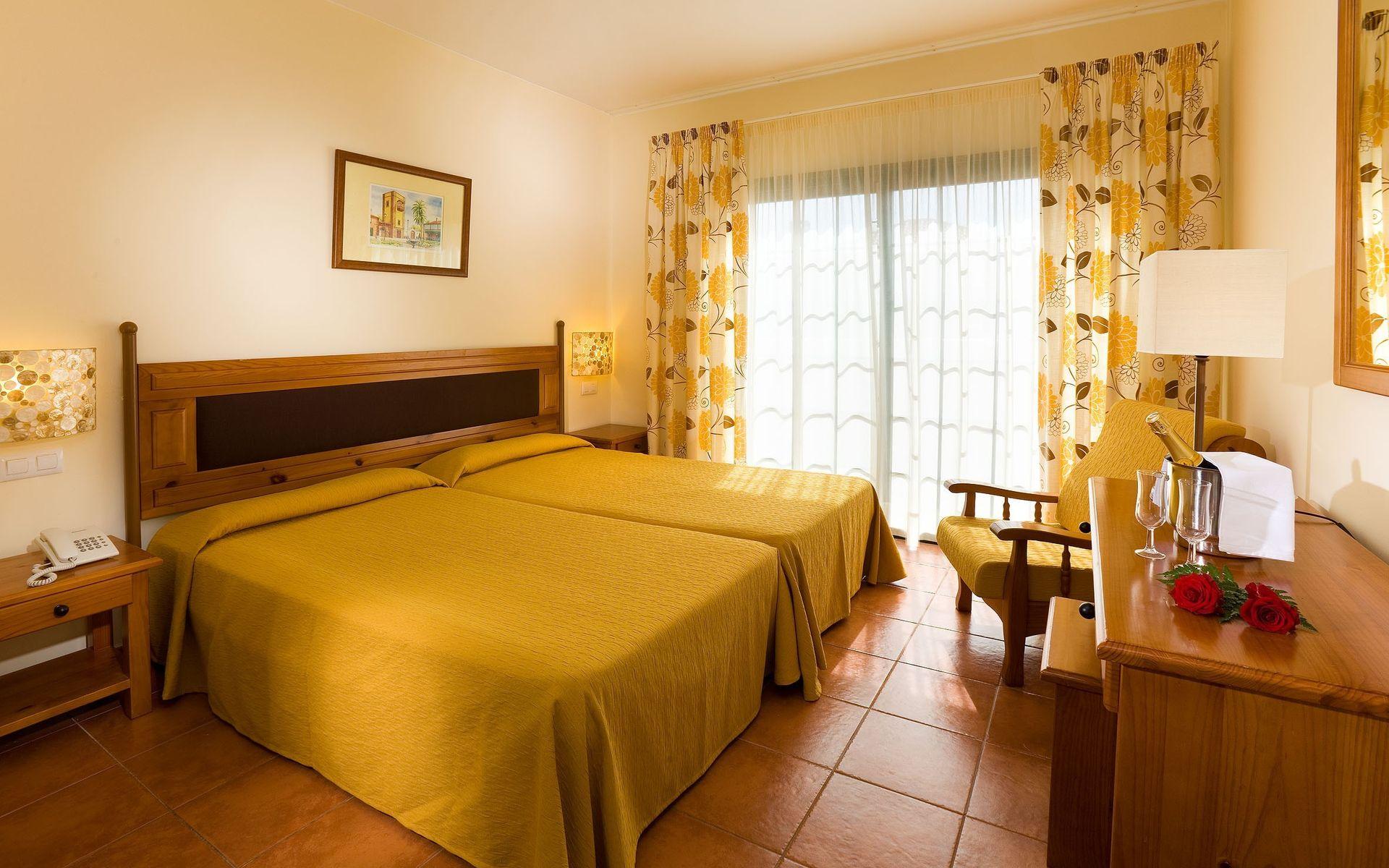Hotel gf isabel en costa adeje tenerife desde 44 - Television pequena plana ...