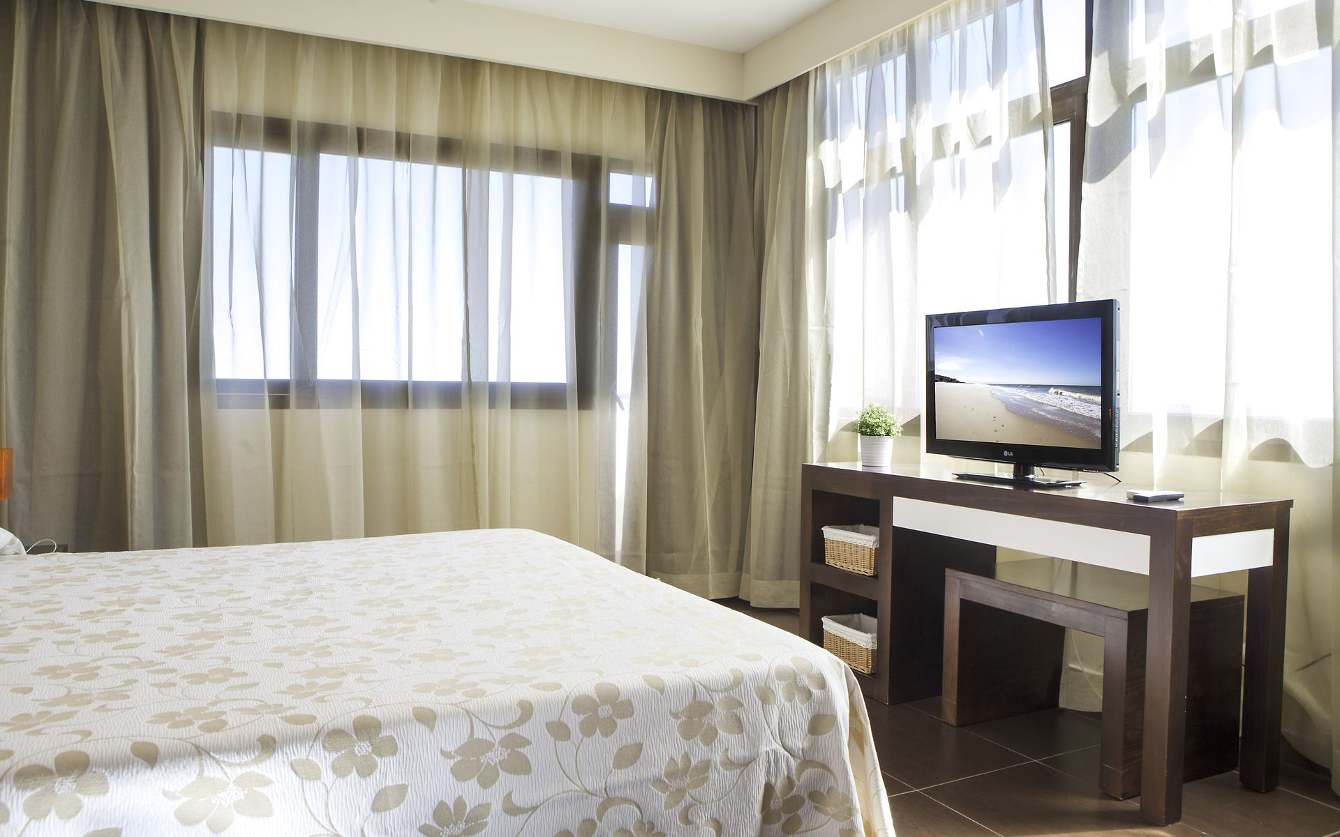 Hotel flamero en matalasca as costa de la luz huelva - Television pequena plana ...