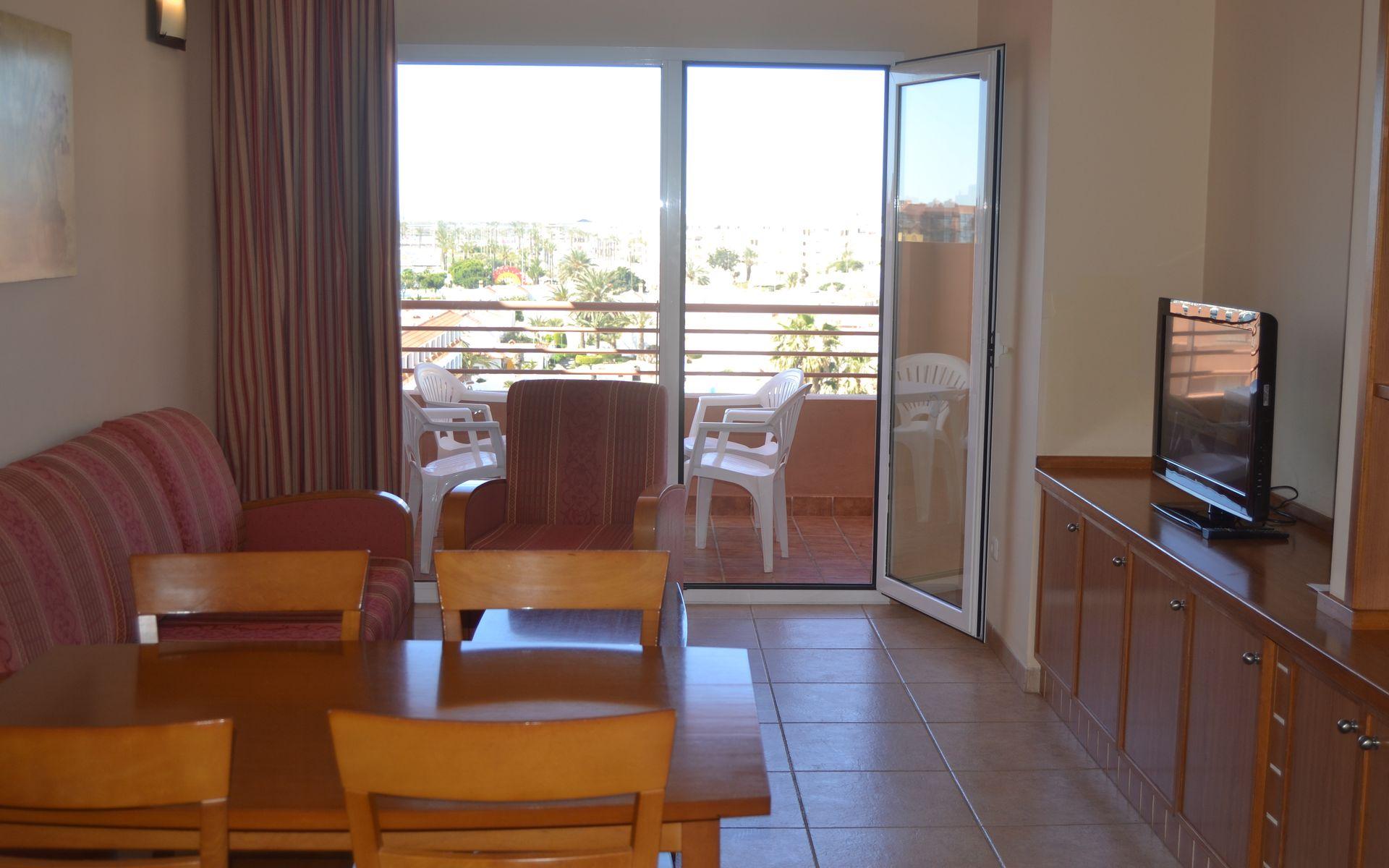 Aparthotel arena center en roquetas de mar costa de - Television pequena plana ...