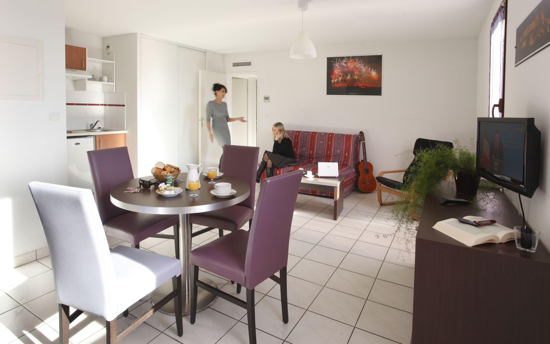 Hotel r sidence adonis la barbacane carcassonne logitravel - Television pequena plana ...