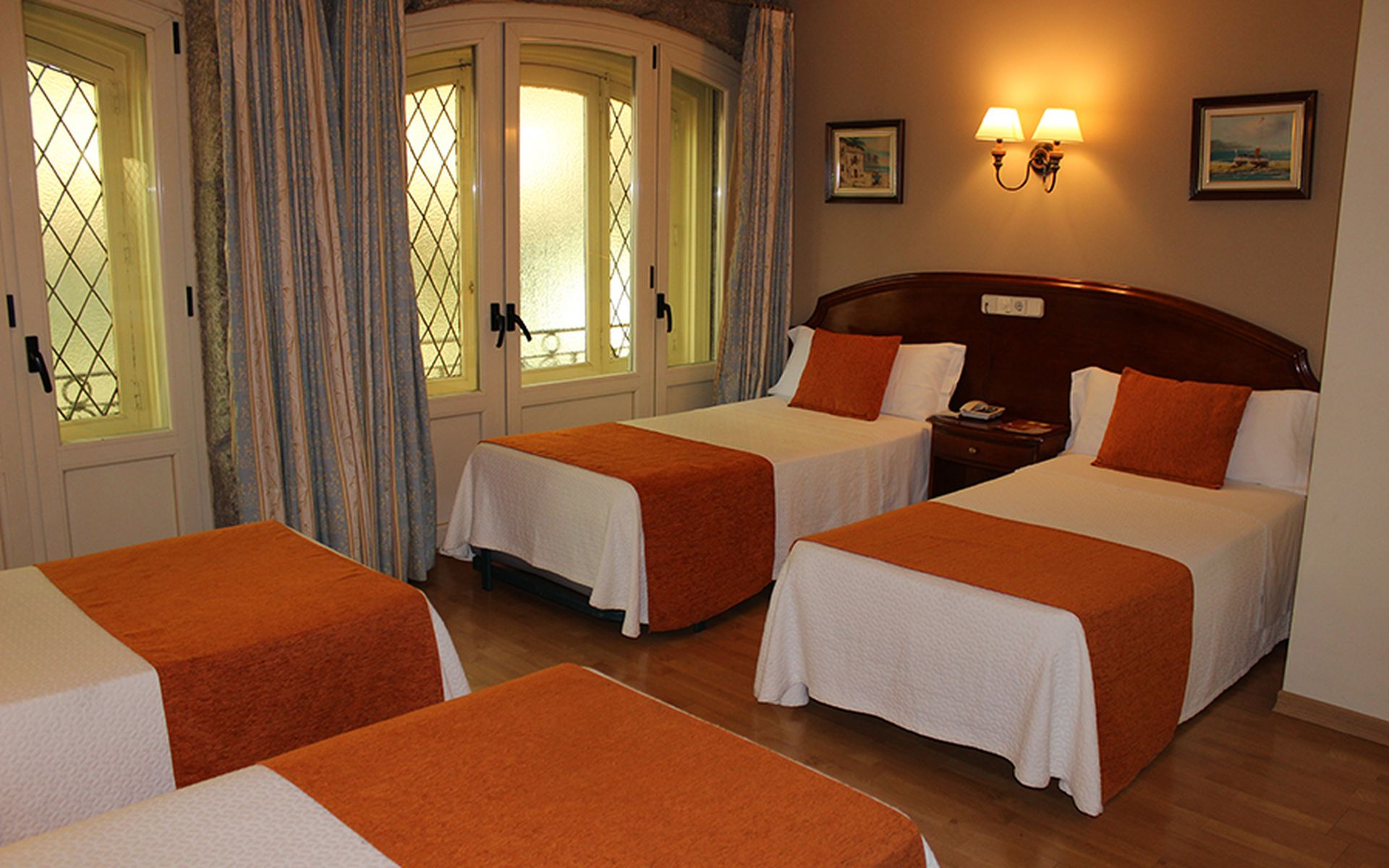 Hostal san lorenzo madrid logitravel for Habitacion cuadruple