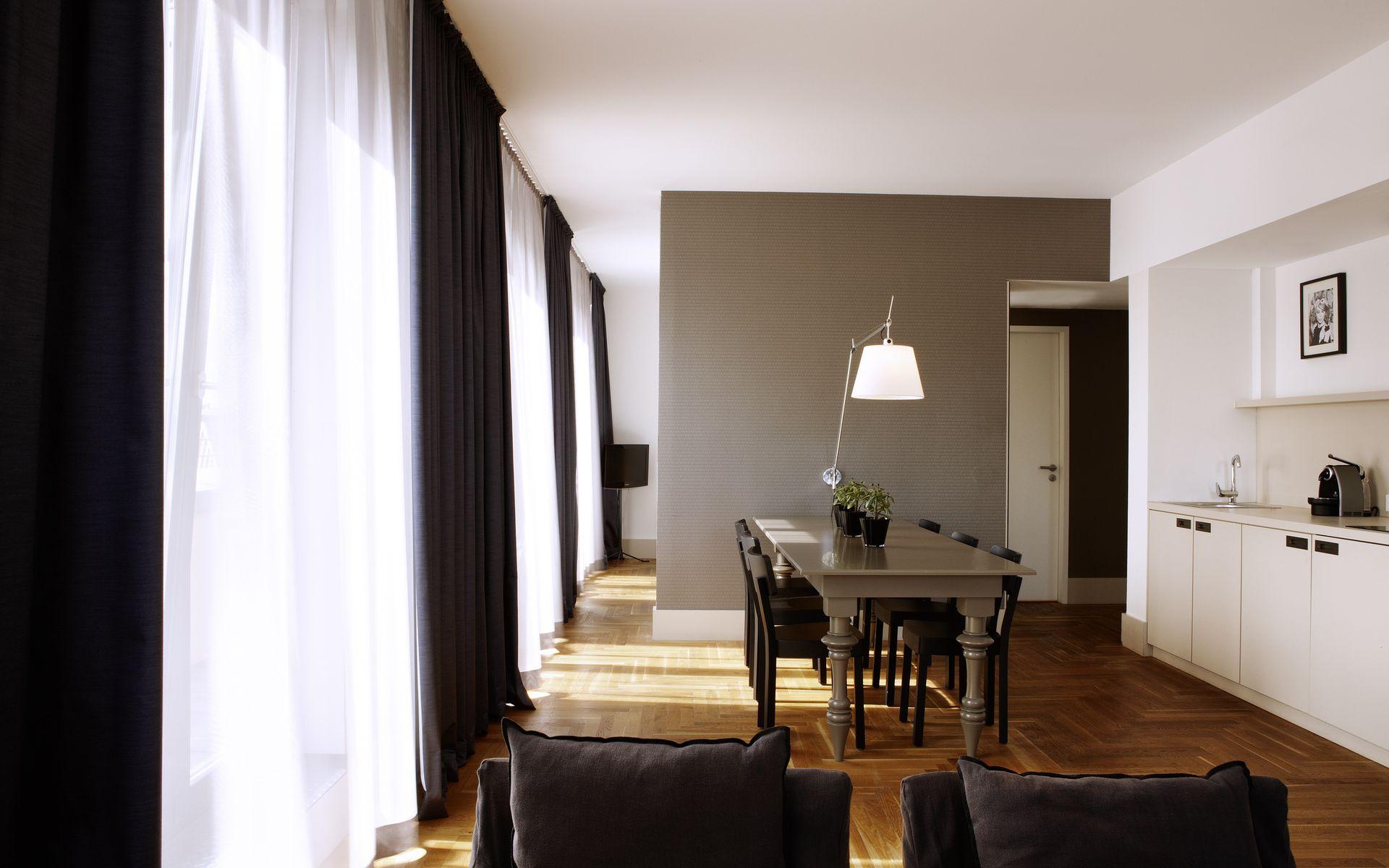 Hotel amano berlin logitravel - Television pequena plana ...