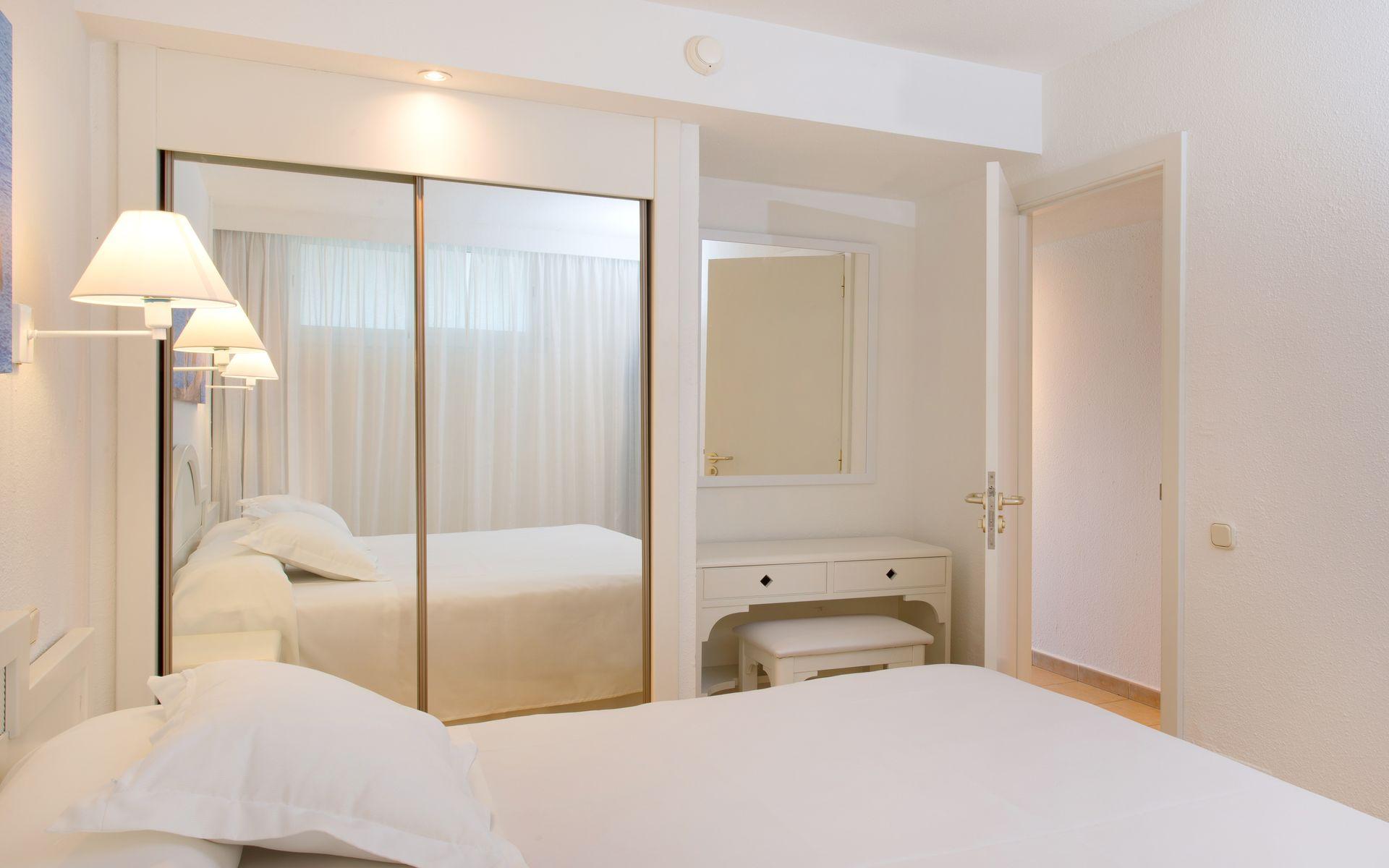 Hotel iberostar ciudad blanca en bahia de alcudia - Television pequena plana ...
