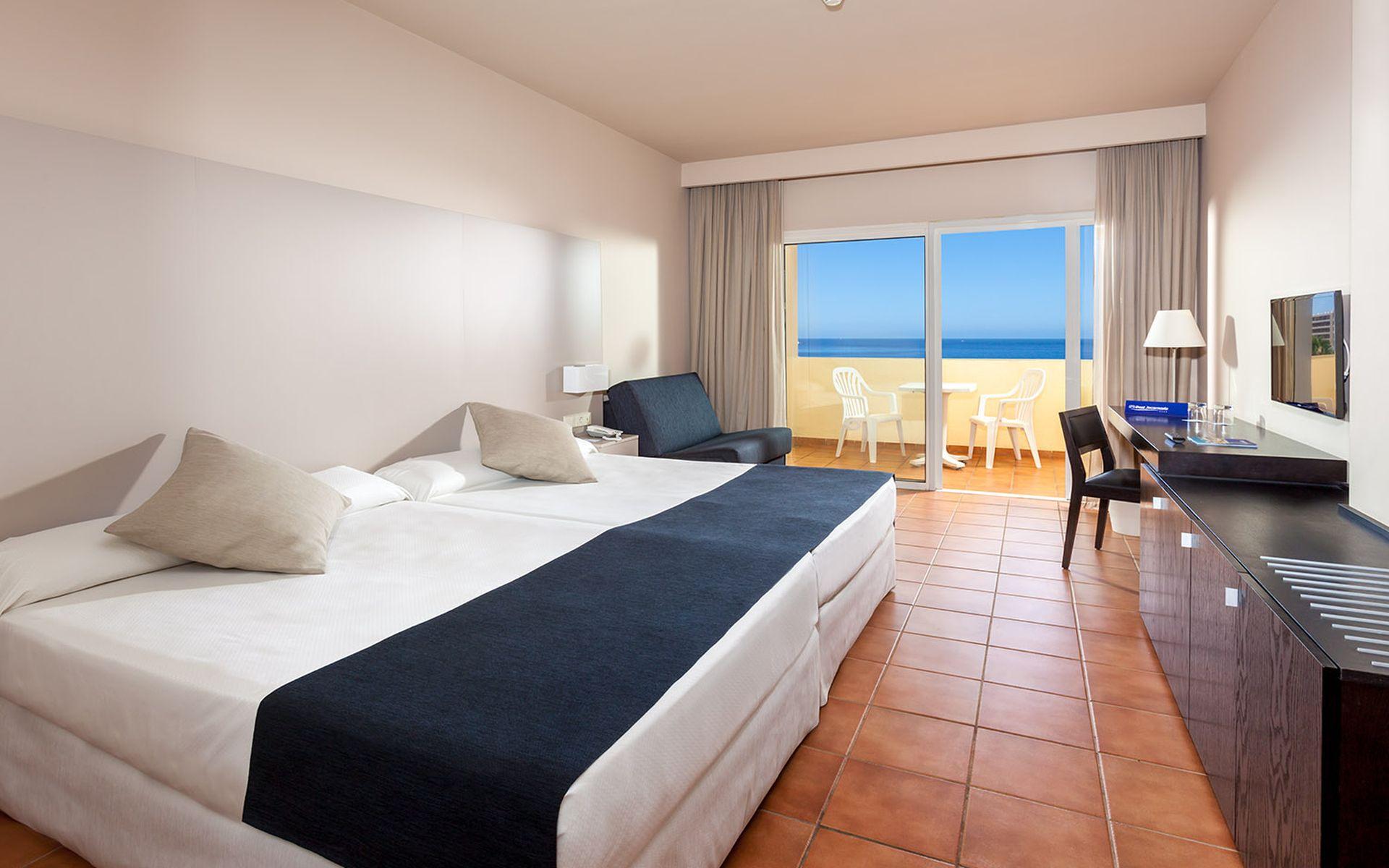 Hotel jacaranda en costa adeje tenerife desde 40 for Habitacion familiar tenerife