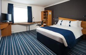 Holiday Inn Express Bristol North image 11