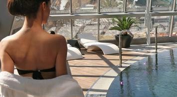 Inúu: Entrada 1 Día + Hotel con desayuno | notengoplan