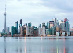 Canadá: Este Canadiense Esencial con noche en Niágara