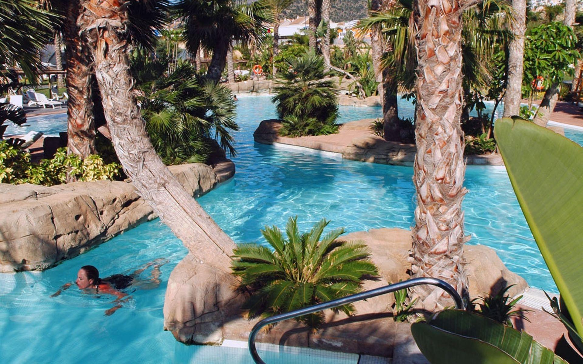 Hotel melia benidorm en benidorm costa blanca desde 64 for Piscina climatizada benidorm