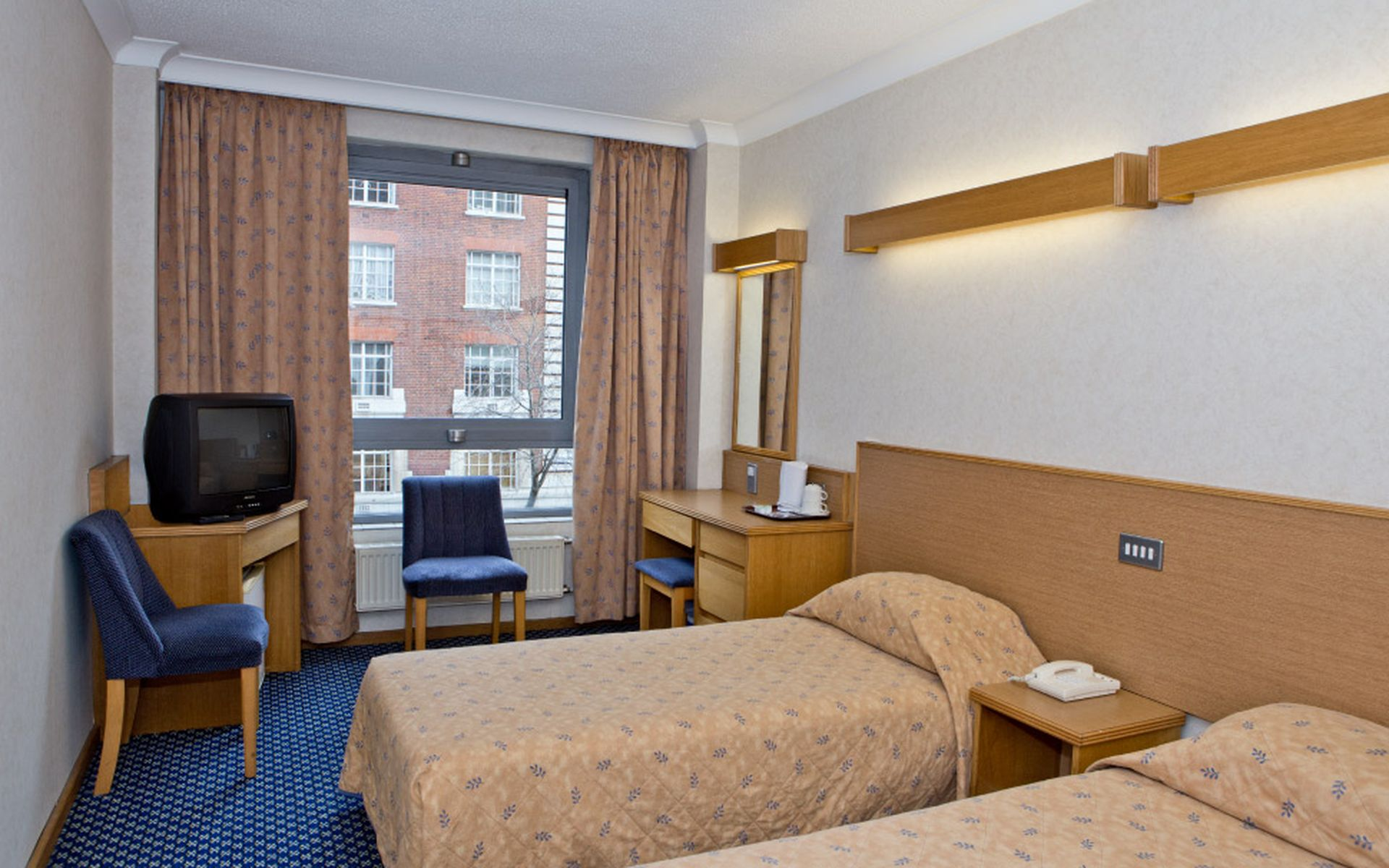 Hotel royal national london desde 59 logitravel for Hotel londres habitacion familiar