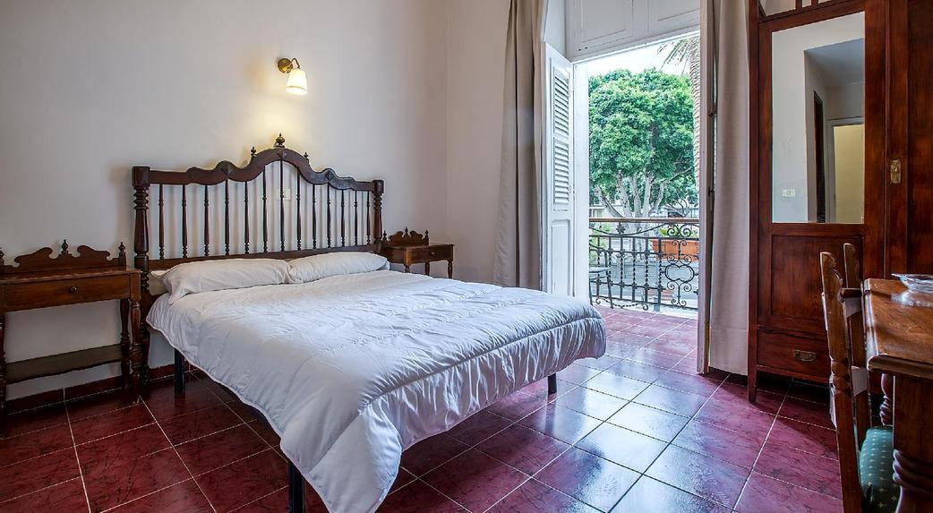 Madrid en las palmas de gran canaria gran canaria for Muebles antiguos las palmas