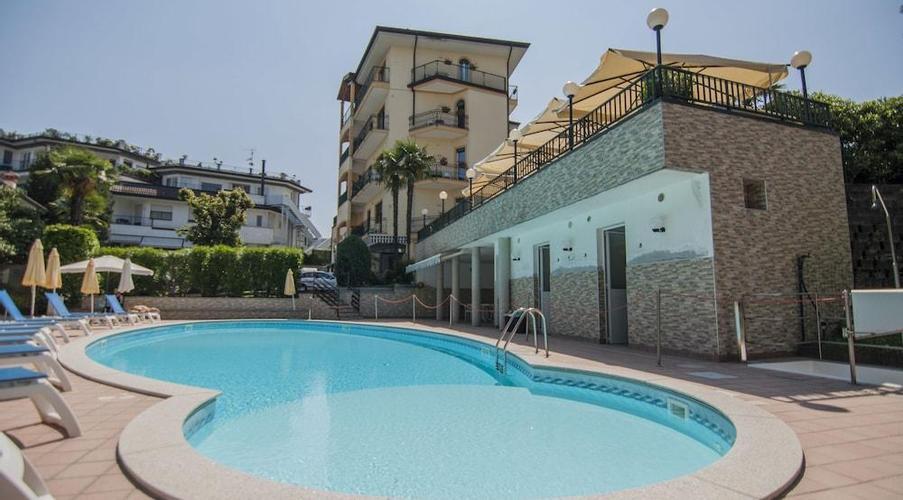 8 STRESA - FLORA HOTEL IN MEZZA PENSIONE